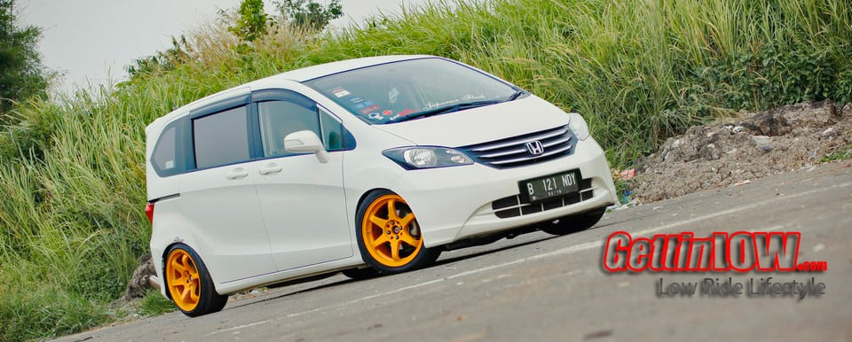 Honda Freed PSD 2011: Stanced