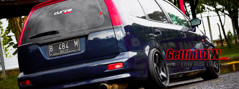 Stanced Off: Tesar's Honda Stream 2002