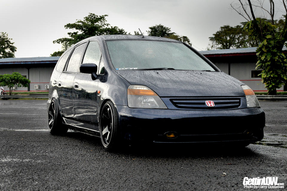 GETTINLOW | Stanced Off: Tesar's Honda Stream 2002