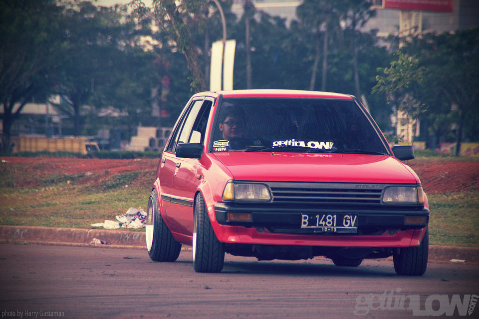 red toyota starlet 10