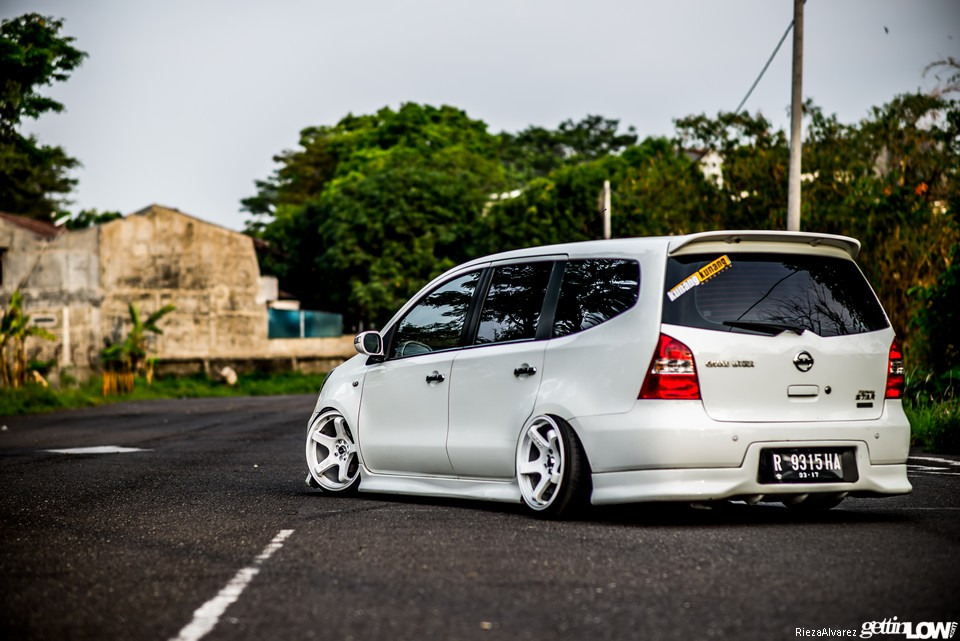 Gettinlow Oky S 2011 Nissan Grand Livina