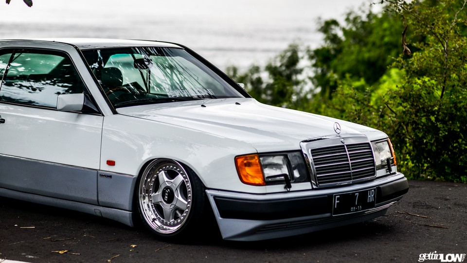Tahari's bagged Mercedes-Benz C124