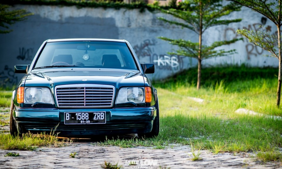 Flying Wizzy's 1994 Mercedes-Benz W124