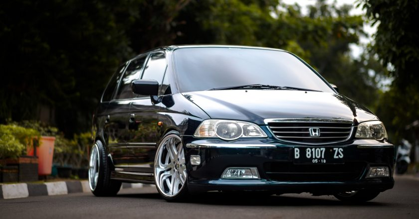 Adinda Issabell's Honda Odyssey RA6 with SSR Vienna Noble 19 inches