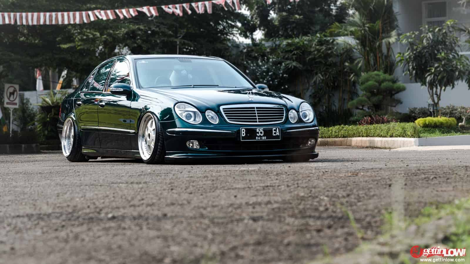 Haekal: Bagged 2005 Mercedes Benz W211