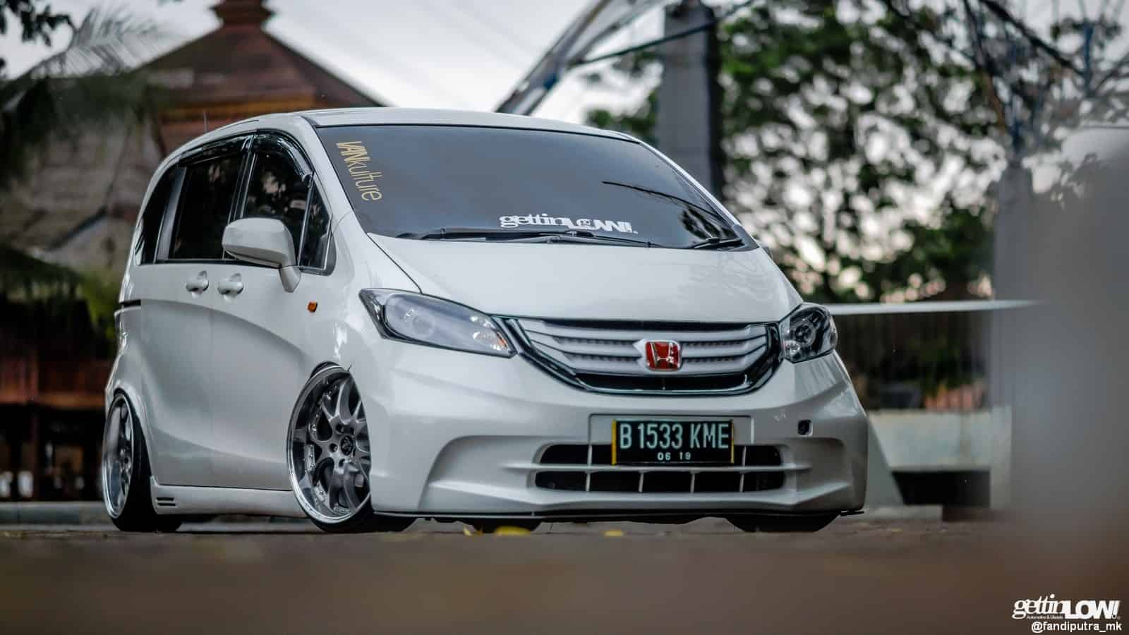 Modifikasi Stance Honda Freed milik Bani ABD
