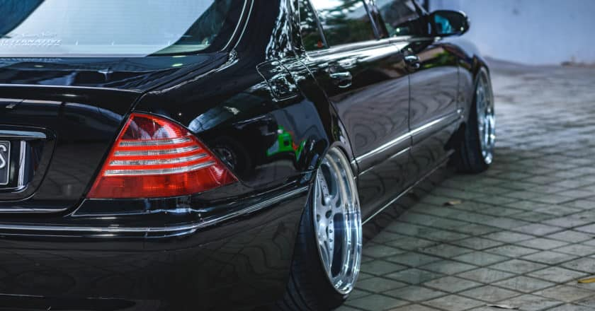 Modifikasi Proper pada Mobil Mewah Mercedes-Benz S Class yang dilakukan oleh tim Intersport Autoshow untuk di pajang pada booth Iconic Car Display di Intersport Road To World Stage Autoshow Proper Car contest 2018.