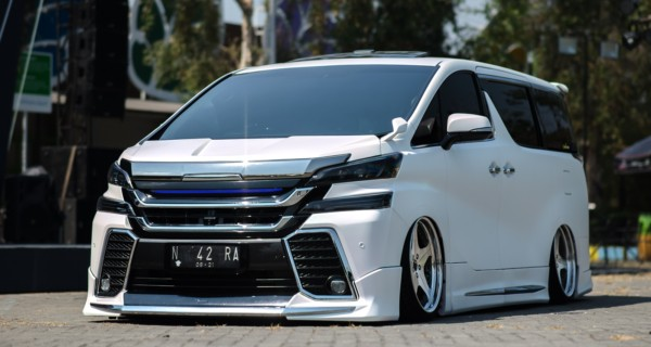 Bagged 2016 Toyota Vellfire on Leonhard